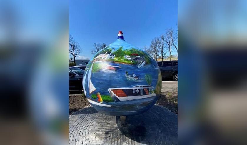 <p>De zesde Reuzenbol is in Sassenheim geplaatst en heet &lsquo;Jachthaven Jonkman toen en nu&rsquo;.</p>