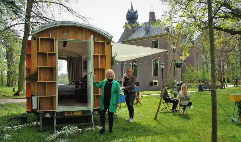 <p>Het Pop-Up Streekhuis staat weer bij Kasteel Oud Poelgeest. | Foto Willemien Timmers</p>