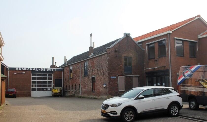<p>De visrokerij en -winkel van Admiraal-De Witt was 130 jaar een begrip aan Zee. | Foto: Willem Siemerink.</p>