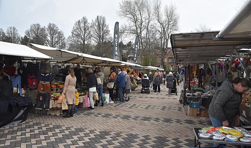 <p>Na ruim vier maanden is het vertrouwde beeld weer terug op het Marktplein. | Foto: Piet van Kampen</p>