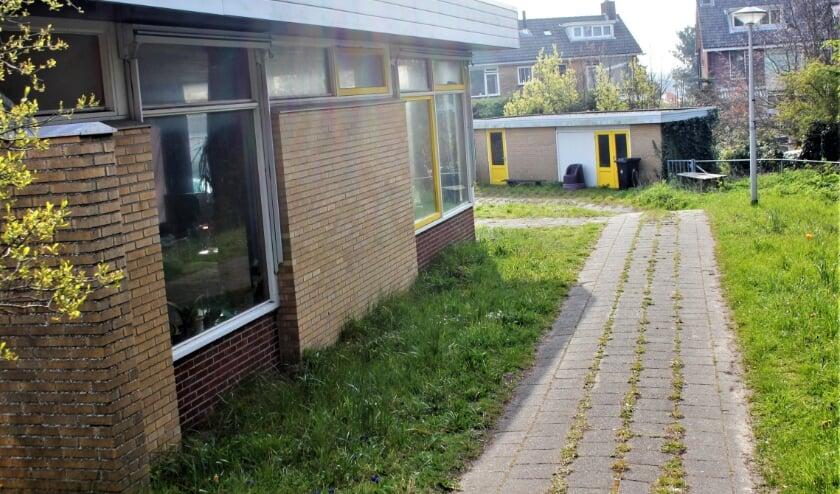 <p>Links een van de twee lokalen en achterin de opslagruimte van de voormalige peuterspeelzaal Harlekijntje.   Foto: WS</p>