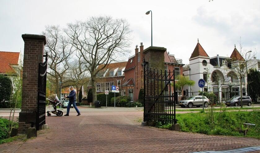 <p>Via deze poort verlaat alle verkeer het wijkje richting Wilhelminapark. |&nbsp;</p>