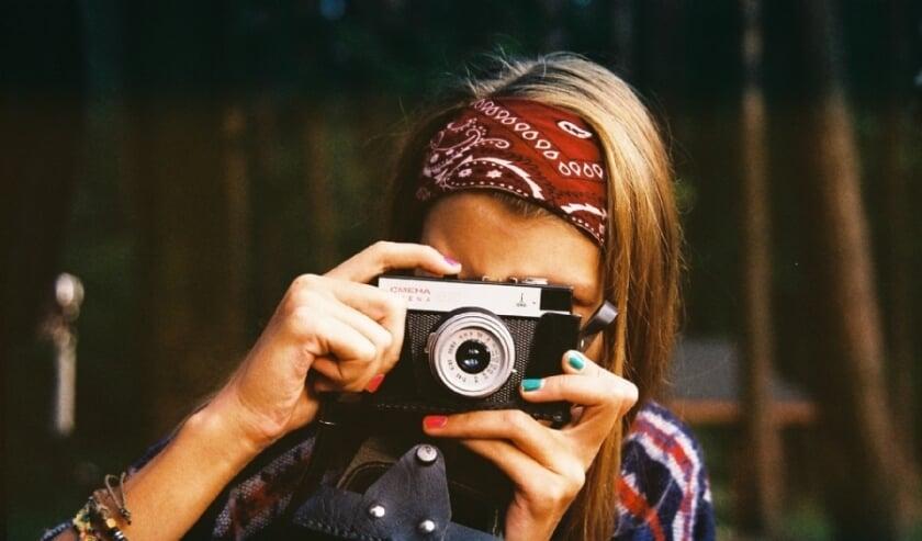 Bianca Toeps is fotograaf, website-ontwikkelaar, hobby-vintagejager, blogger en auteur. En ze heeft autisme.