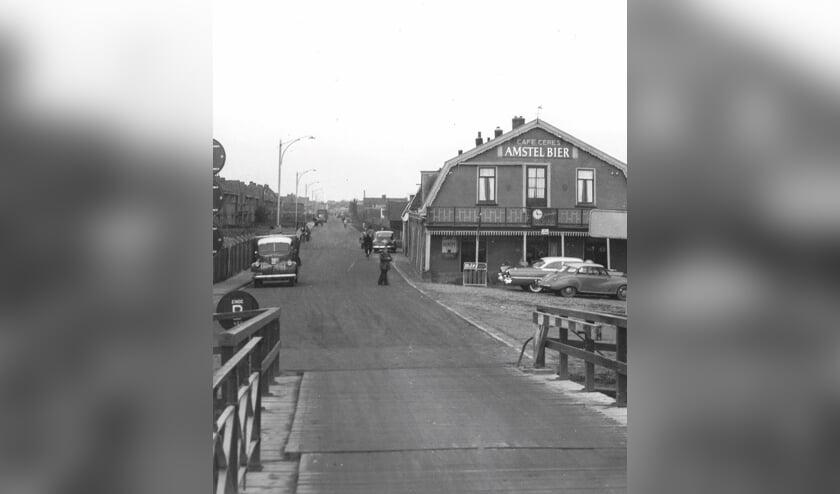 <p>Zicht op Hillegom vanaf de Hillegommerbrug.   Foto: archief SVvOH.</p>